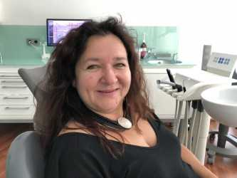 Jana K. Angstpatientin |Zahnarzt Dr. Benetatos München